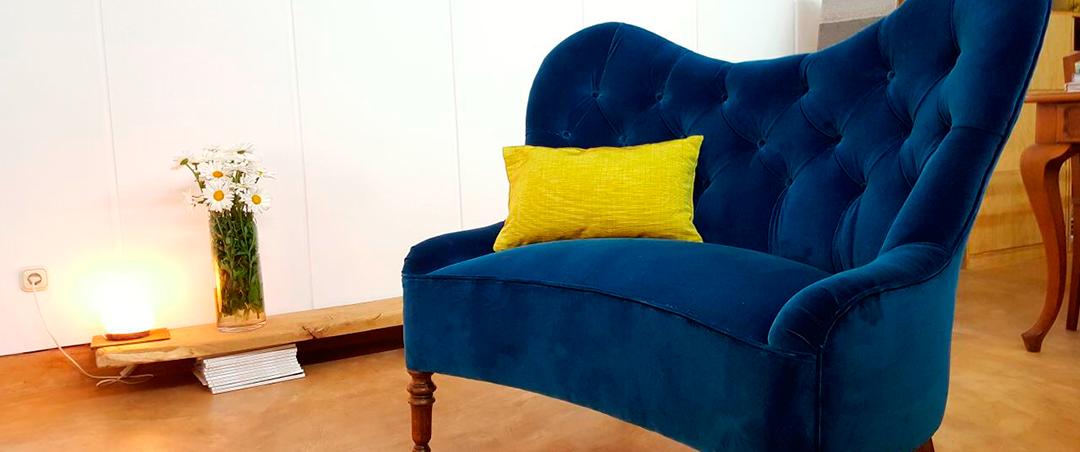 ¿Merece la pena retapizar un sofá?